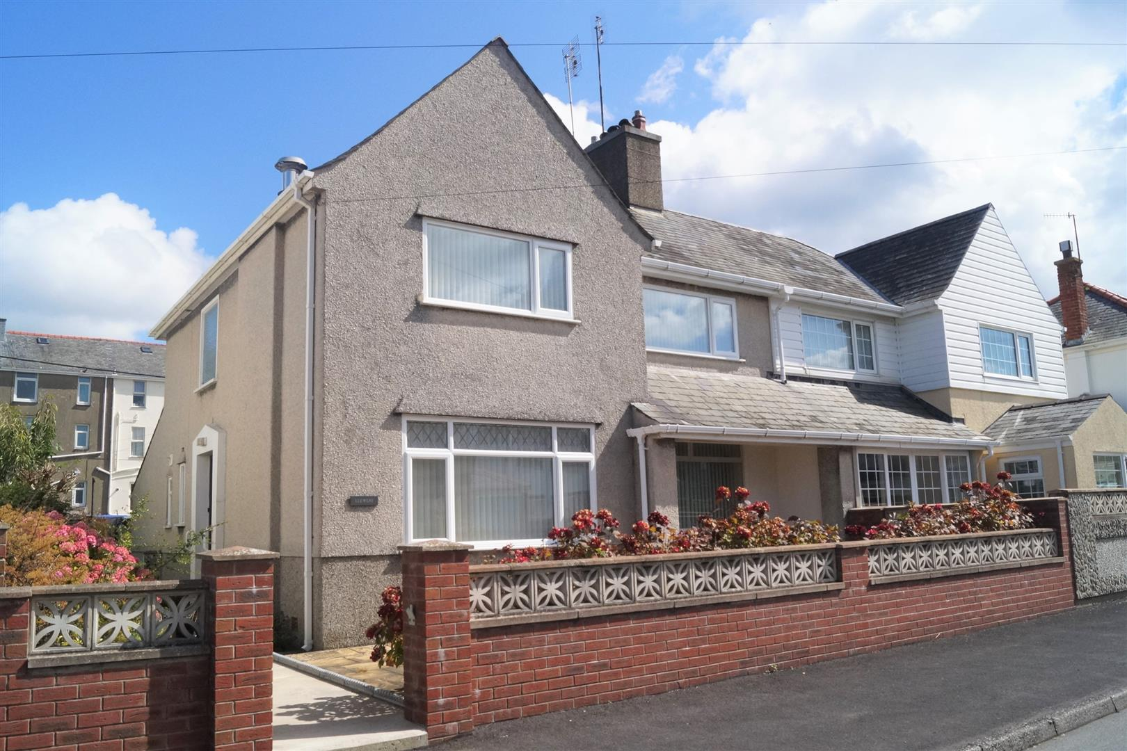 Manor Avenue, Pwllheli - £190,000/Offers in the region of